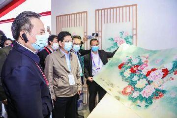 巨野工笔牡丹画《锦绣中华》亮相第三届中国国际进口博览会